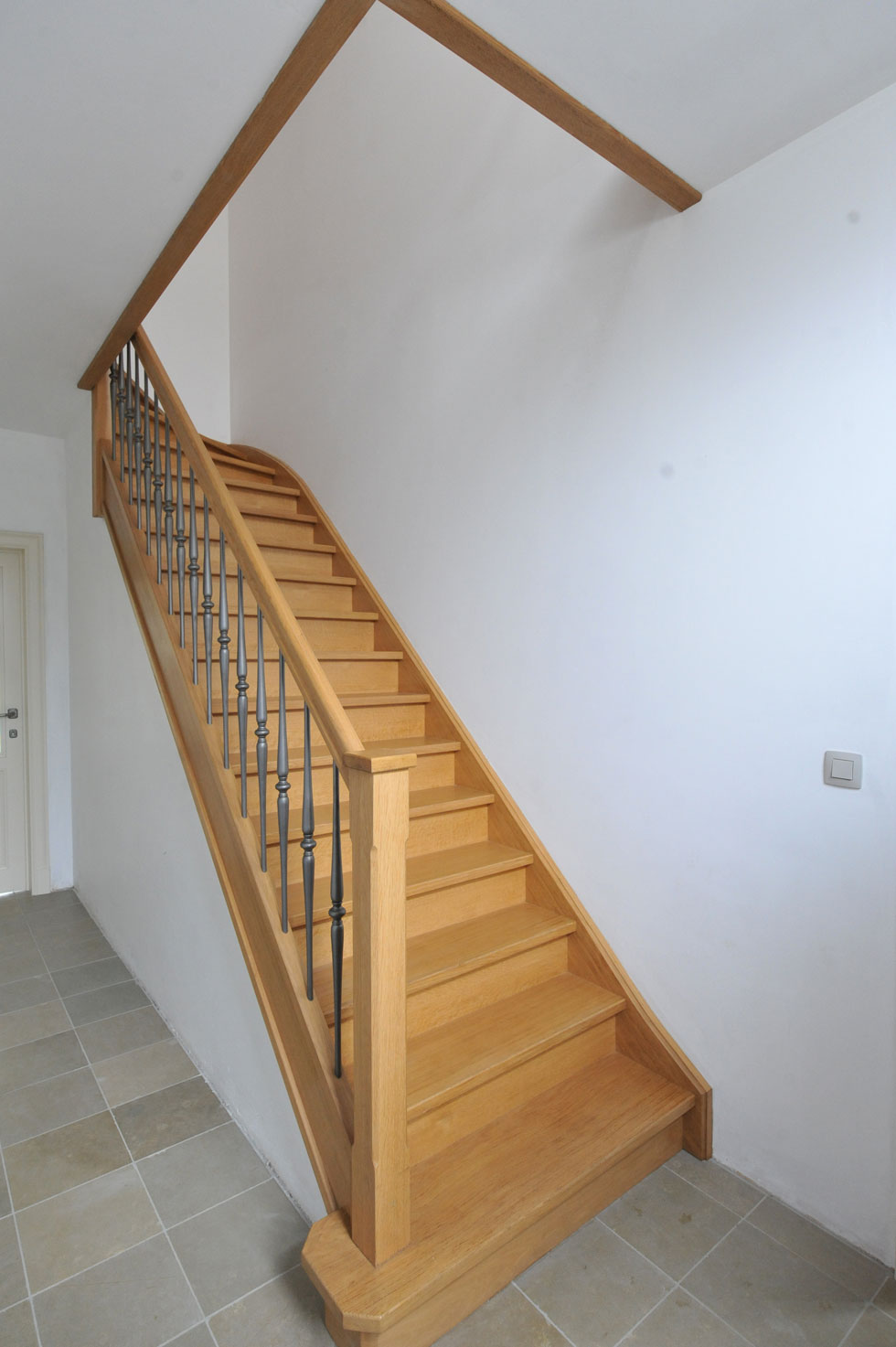 Trappen met metalen balustrade 28