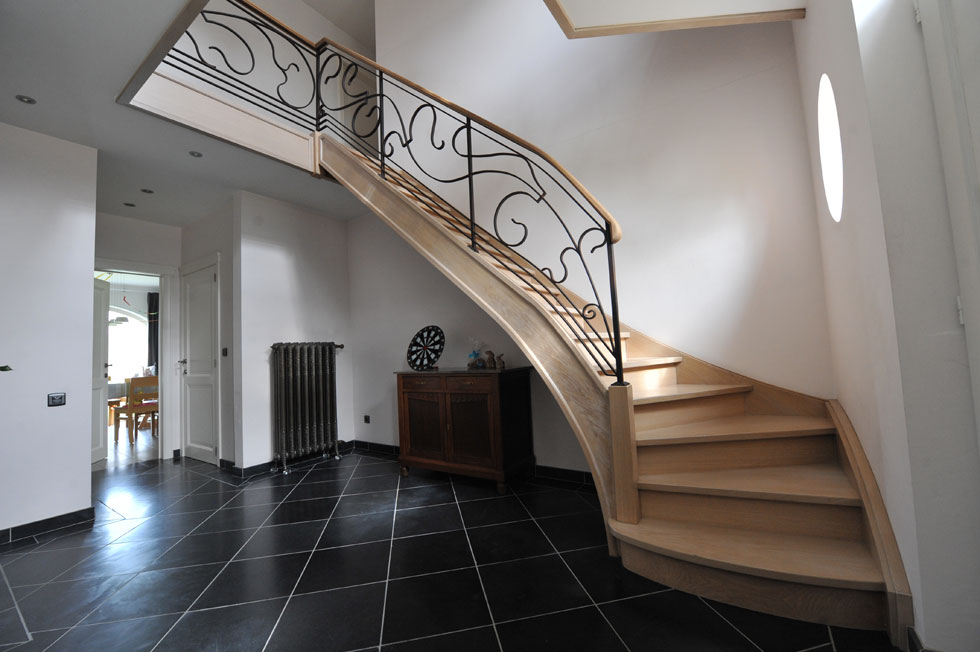 Trappen met metalen balustrade 35