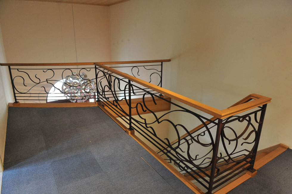 Trappen met metalen balustrade 1