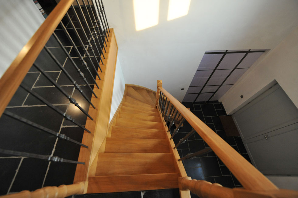 Trappen met metalen balustrade 4