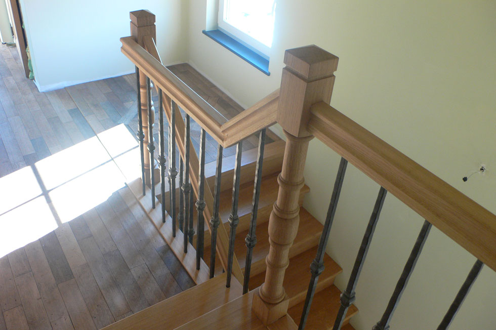 Trappen met metalen balustrade 6