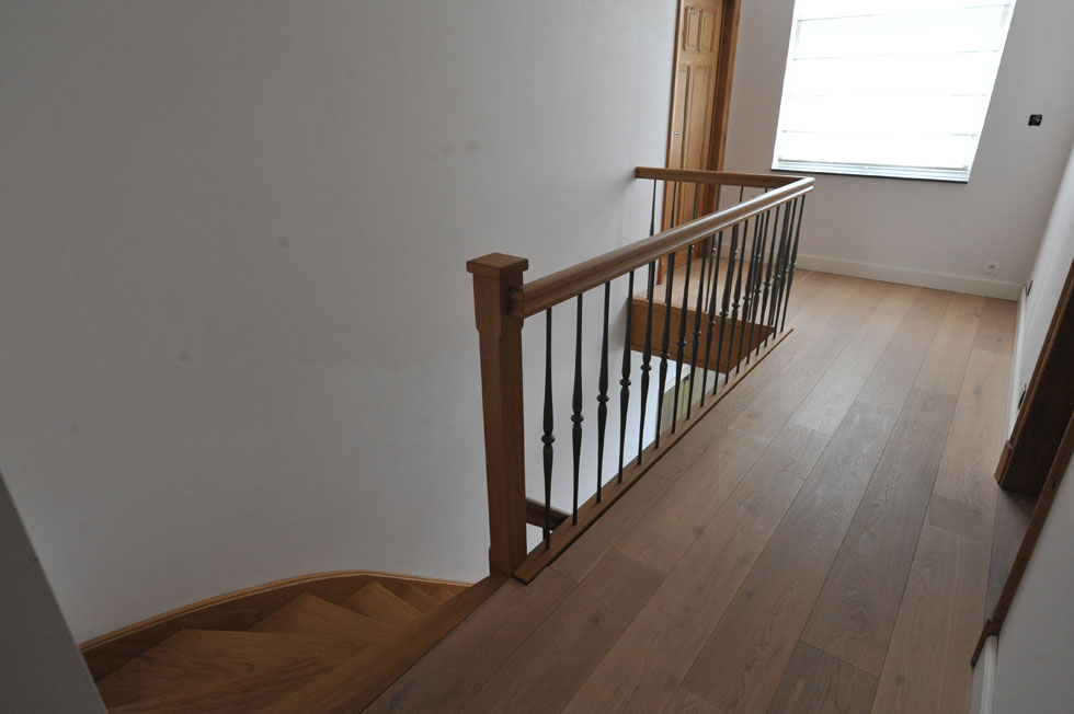 Trappen met metalen balustrade 8