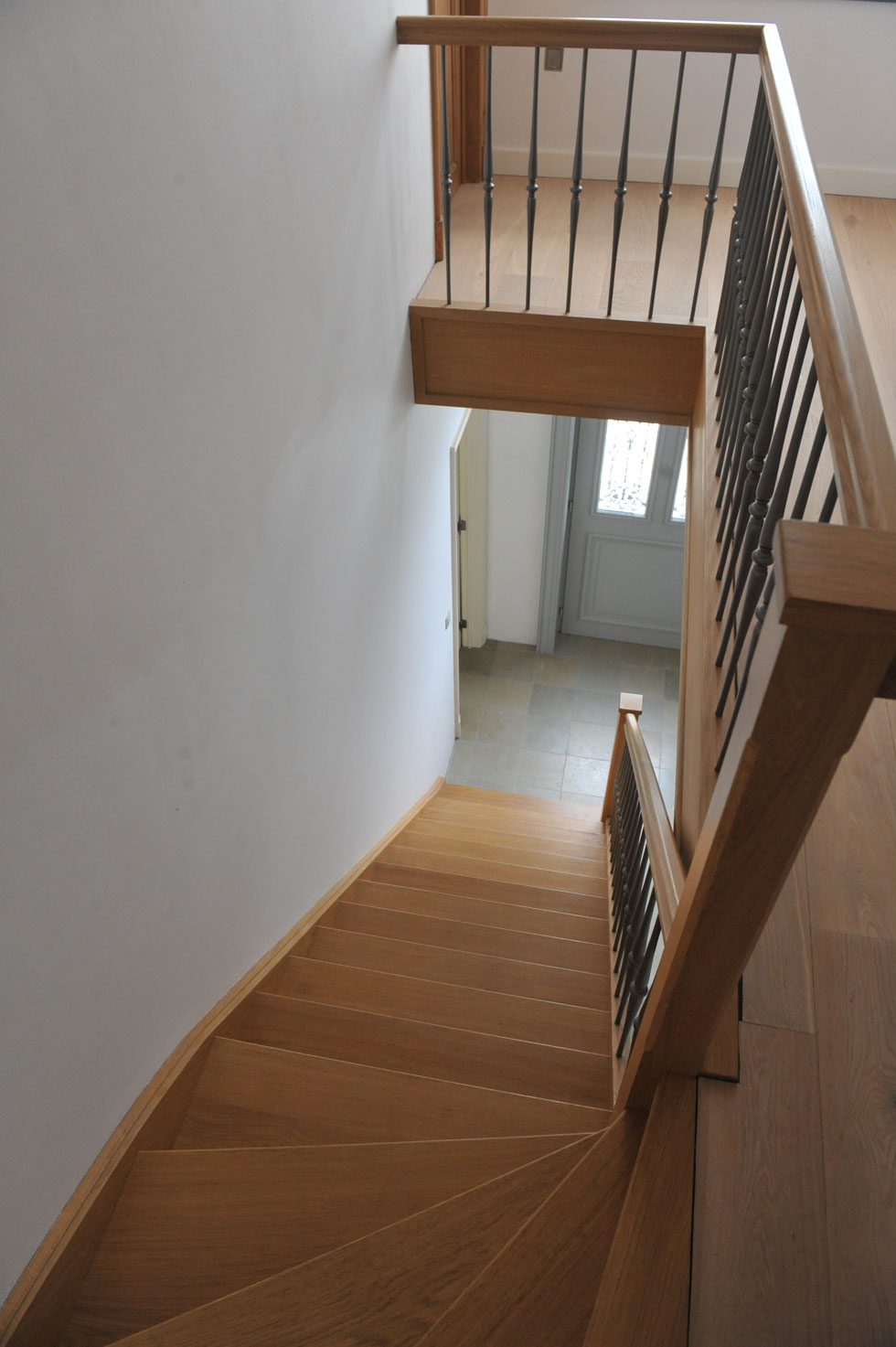 Trappen met metalen balustrade 10