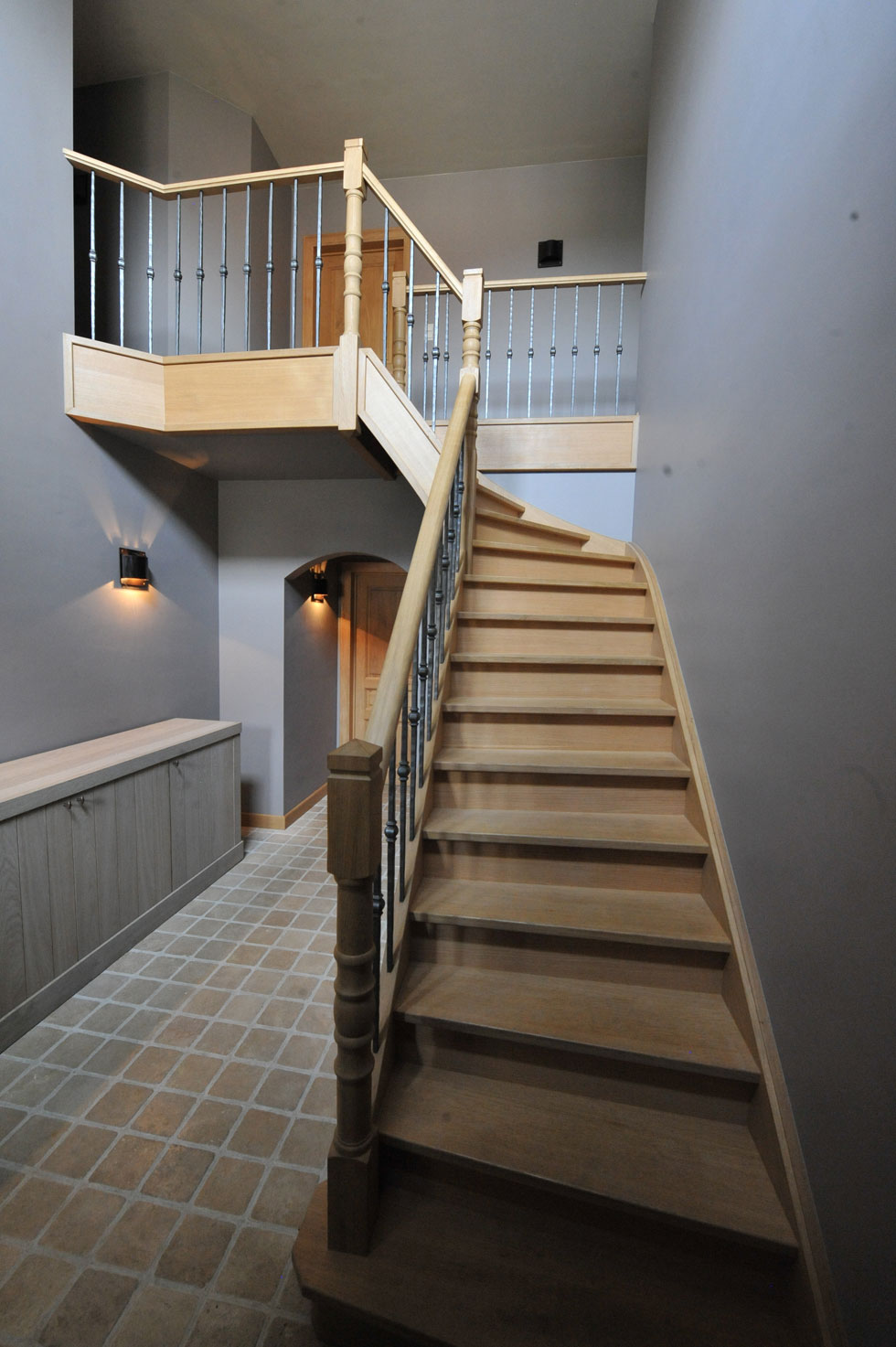 Trappen met metalen balustrade 11